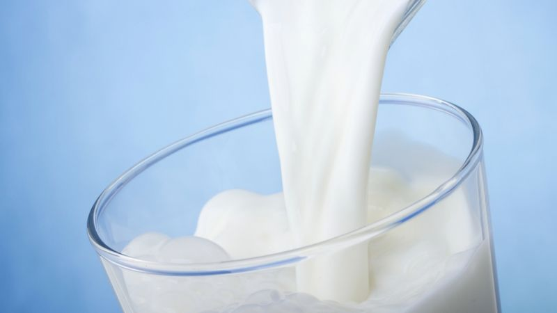 Whole Milk vs Skim Milk: Which is Better For You?